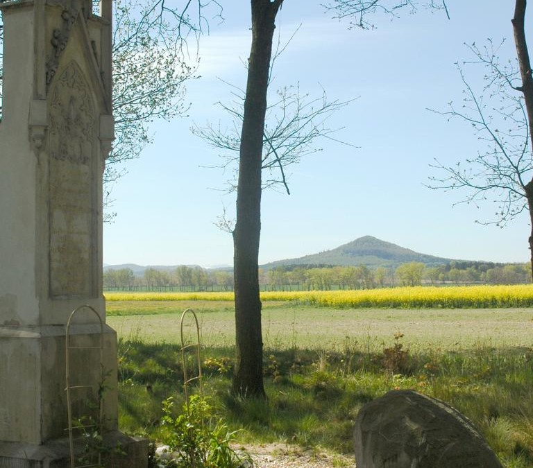 Pomnik szwenkfeldystów  w Twardocicach- Pogórze Kaczawskie